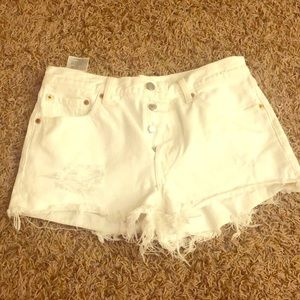 Levi's wedgie mid rise white shorts 27/28